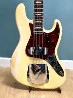 Jazz bass 1966 Olympic white